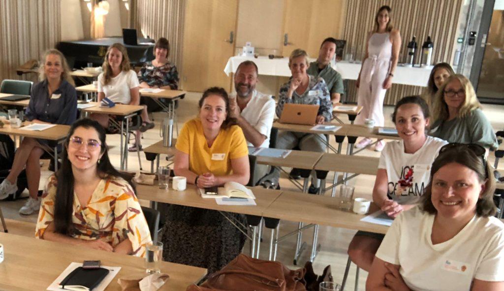 Bildet tatt på Sentralen i Oslo med glade kursdeltakere i regi av Norges Innsamlingsråd.